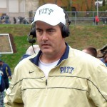By Paul_Chryst,_Pittsburgh_Panthers_Head_Football_Coach.JPG: Singregardless derivative work: Crazypaco [CC-BY-SA-3.0 (http://creativecommons.org/licenses/by-sa/3.0)], via Wikimedia Commons